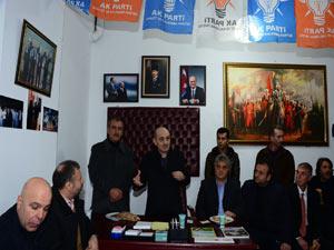 Bakan Bayraktar'ı gençlik bağrına bastı