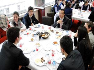Of'ta öğrenciler sınav öncesi stres attı