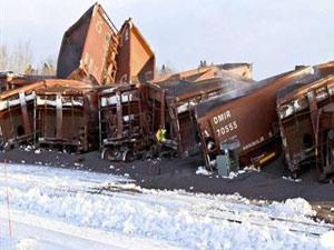 107 vagonlu tren raydan çıktı