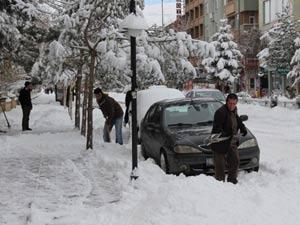 Bayburt'ta kar hayatı olumsuz etkiledi