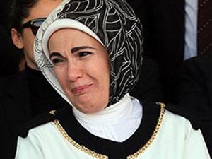 Emine Erdoğan'a Twitter'dan küfür etti!