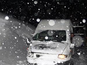 D.Karadeniz'de kar yolları kapattı!