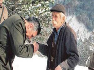 Bu babanın eli öpülür !