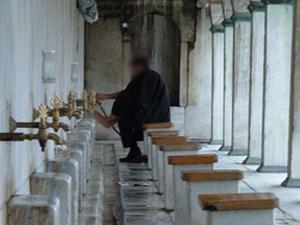 Trabzon'da camide abdest alırken soyuldu