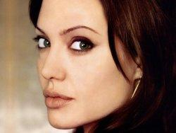 Angelina Jolie öldü iddiası!
