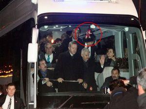 Başbakanlık otobüsüne bakın ne astılar!