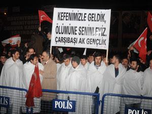 Başbakan'a Trabzon'da kefenli karşılama