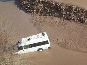 Minibüs gölete uçtu: 8 ölü 5 yaralı