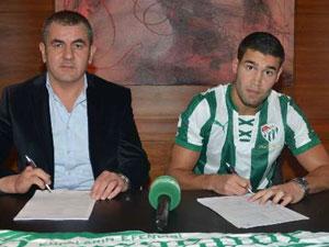 Bursaspor gurbetçi oyuncuyla imzaladı