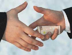Yediği rüşvet parasını devlete geri verdi!