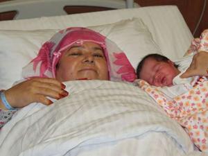100 bin lira harcadı 50 yaşında anne oldu