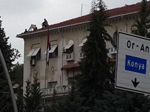 Büyükelçilik'de intihar girişimi