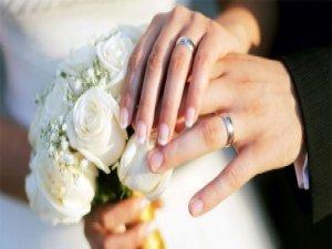 Evlenmek için borçlanıyoruz