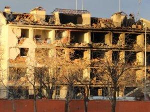 Emniyete bombalı 5 ölü, 39 yaralı