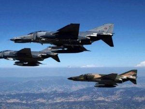 Türk jetleri sınırda