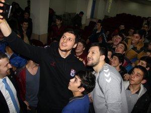 TS'li oyuncular Öğrencilerle buluştu!
