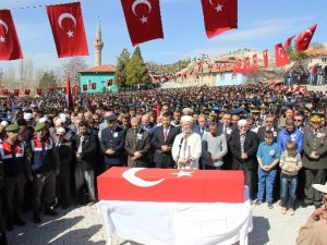 Şehit cenazesine 10 bin kişi katıldı