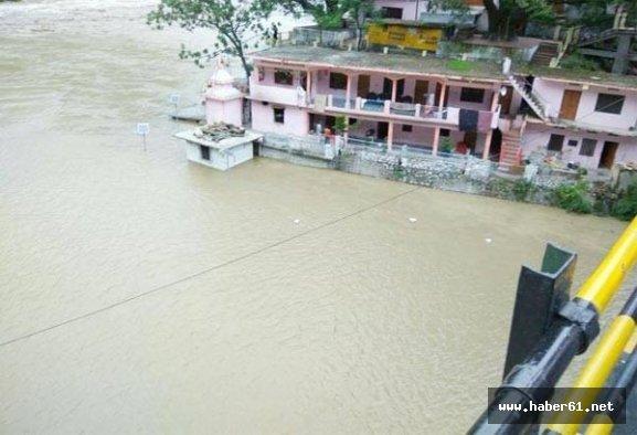 Yağışlar 9 kişiyi canından etti