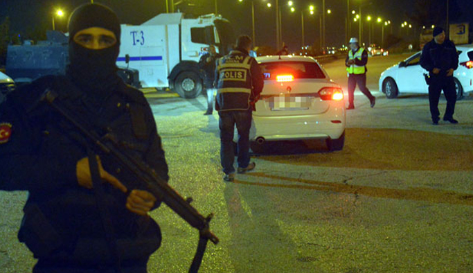 Bomba yüklü Trabzon plakalı araç aranıyor