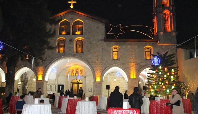 Dünyanın ilk katolik kilisesinde Noel kutlandı