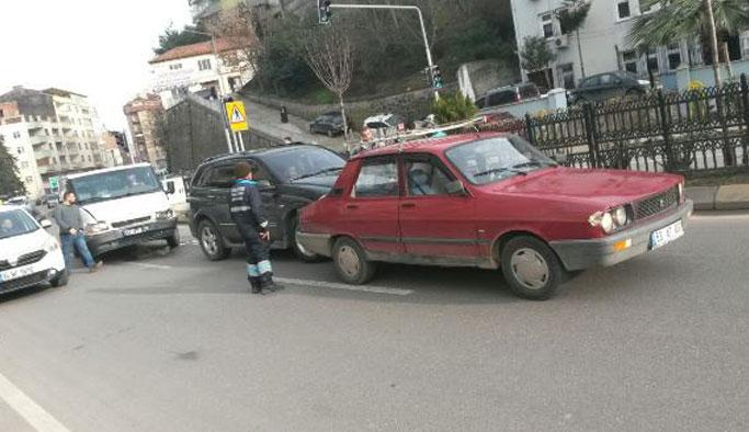 Trabzon'da 4 araç birbirine girdi