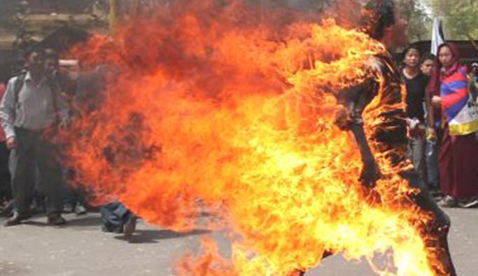 Nasıl yanacağını merak eden öğrenci kendini ateşe verdi