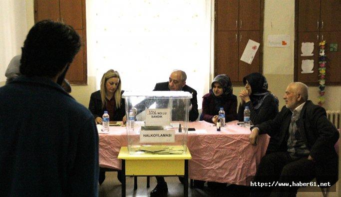 Artvin'de oy verme işlemi sürüyor
