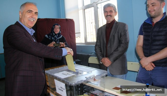 Giresunda Vali ve Belediye başkanı oy kullandı