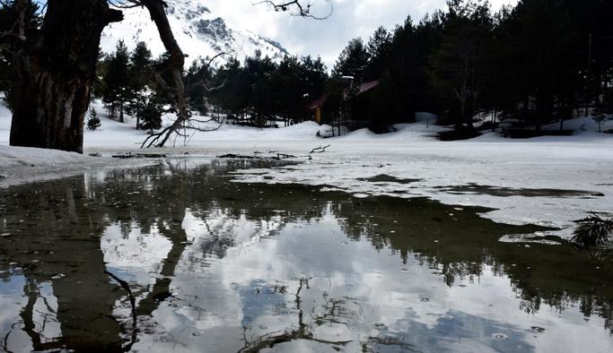 Limni Gölü'nde buzlar çözülmüyor