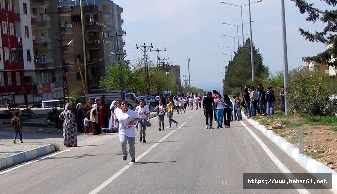 Çocuklar şehit kaymakam Safitürk anısına koştular