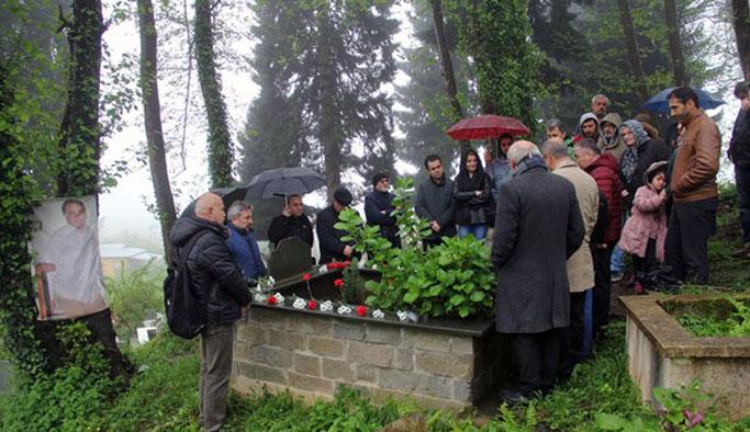 Ahmet Kayacık mezarı başında anıldı.