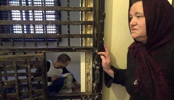 Oğlu için evini cezaevine çevirdi