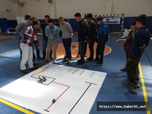 Çocuklar robotlarını yarıştırdı
