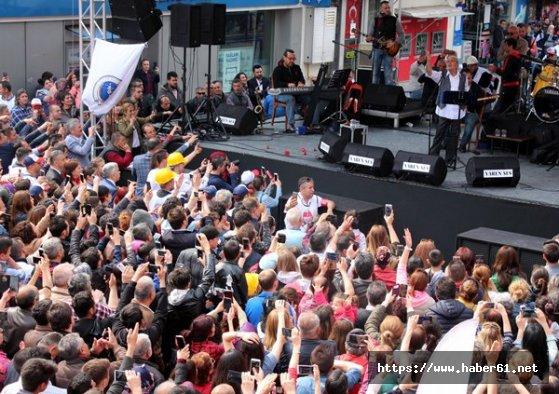 1 Mayıs'ı Edip Akbayram'la kutladılar