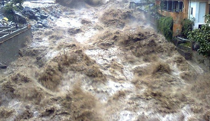 Endonezya'da sel: 13 ölü