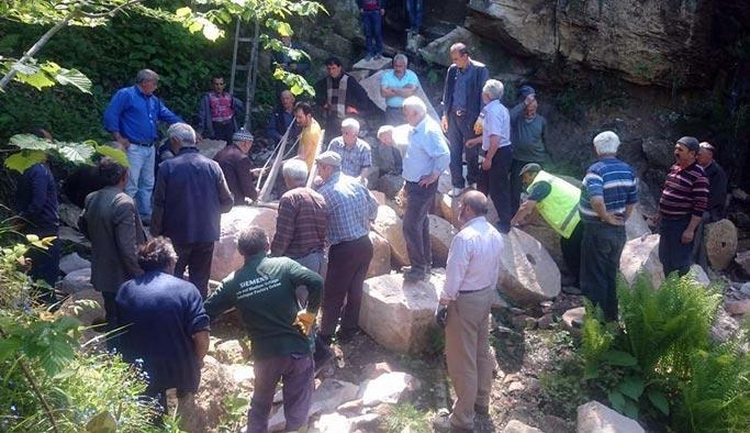 Gelenek yaşatmak için 1 tonluk taş taşıdılar