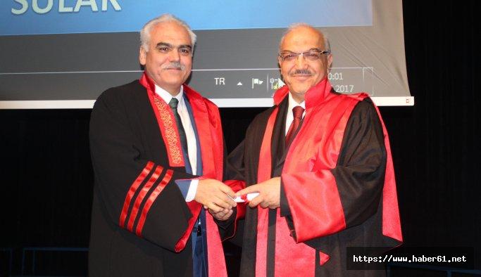 Azmetti, 70 yaşında Hukuk mezunu oldu