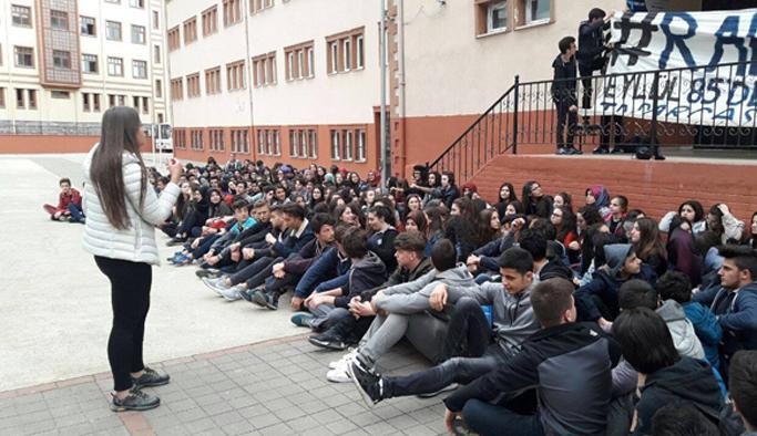 Rize okulları kapanmasın diye oturdular