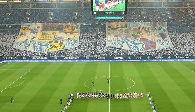 Schalke tribününde Trabzonspor sürprizi