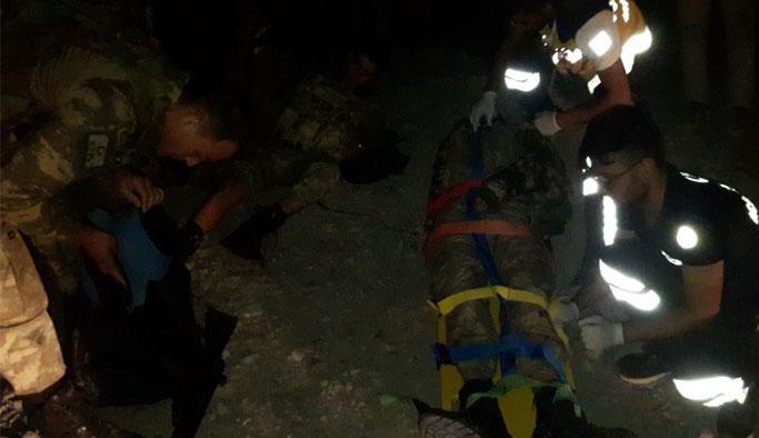 Trafik kazası: 4'ü asker 5 yaralı
