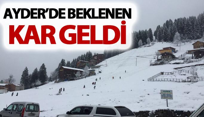 Ayder'de beklenen kar geldi