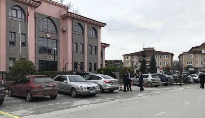 Adalet Sarayı önünde çatışma çıktı! - Sakarya haberleri