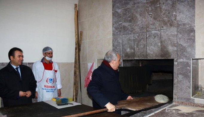 Bakan Fakıbaba ekmek pişirdi
