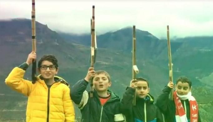 Artvinli miniklerden Komando Marşı'yla askere destek