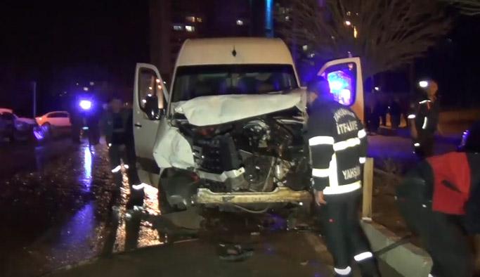 Trabzon plakalı minibüs ile askeri araç çarpıştı: 3'ü asker 4 yaralı