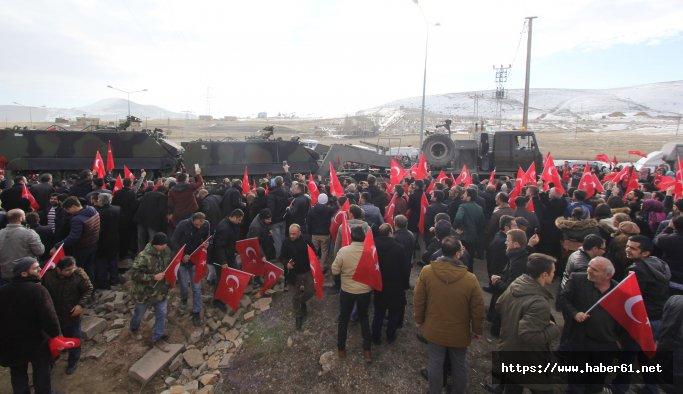 Bayburtlular, Afrin konvoyunu Türk bayrakları ile uğurladı