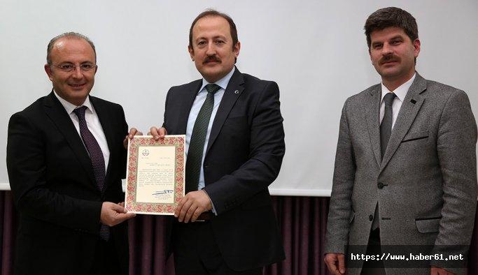 """Bayburt """"Beyaz Bayrak""""lı okullar sıralamasında Türkiye birincisi"""