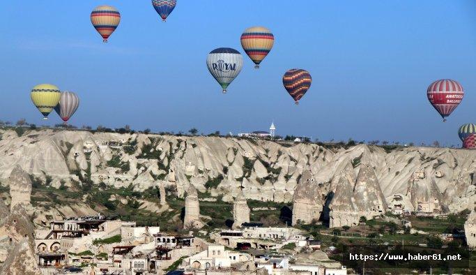 Kapadokya'da balonlar yeniden havalandı