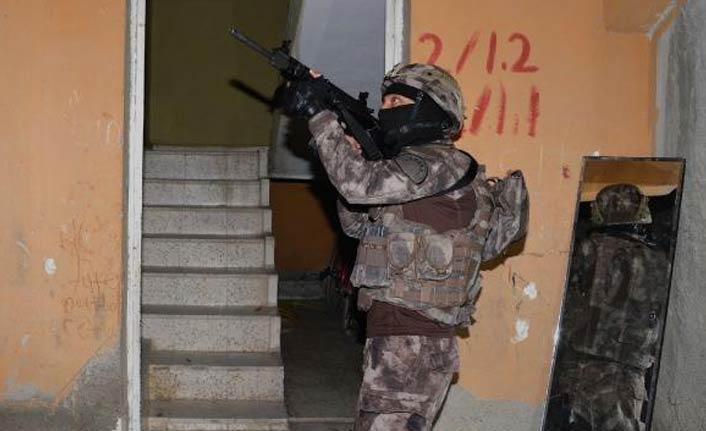 Adana'da şafak operasyonu: 17 gözaltı