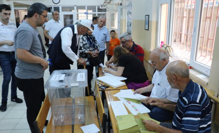 Samsun'da vatandaşlar oy kullanmaya başladı
